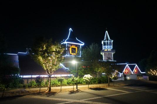 ハイジの村 夏の夜 外観