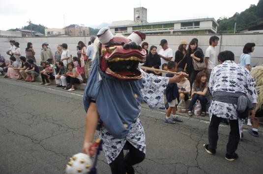 八朔祭 大名行列 校庭 獅子舞