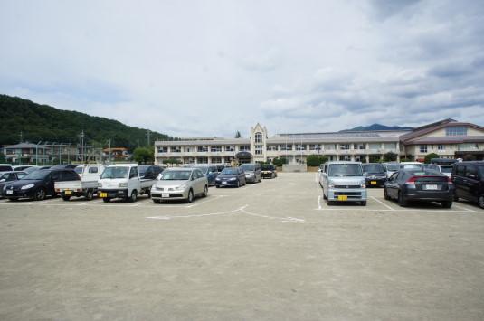 甲斐源氏祭り 駐車場 須玉小学校