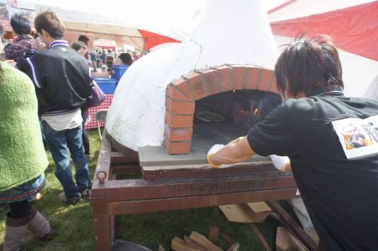 ポールラッシュ祭 グルメ 石焼ピザ