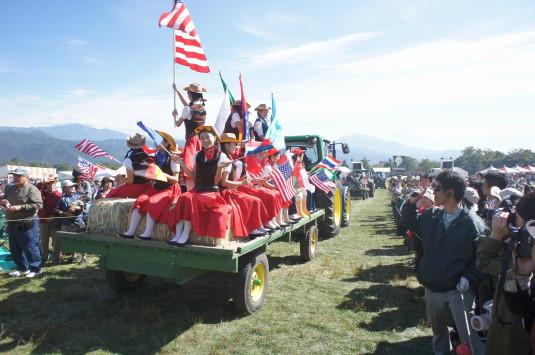 ポールラッシュ祭 トラクターパレード 人