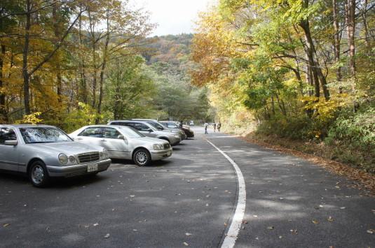 紅葉 吐竜の滝 駐車場