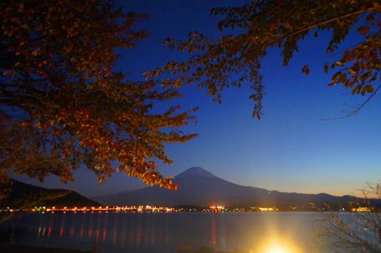 紅葉 河口湖 湖畔 富士山