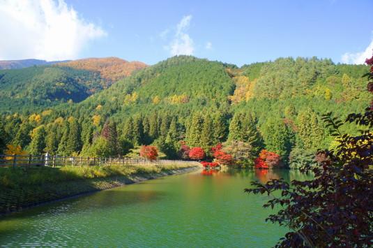 紅葉 南伊奈ヶ湖 山々