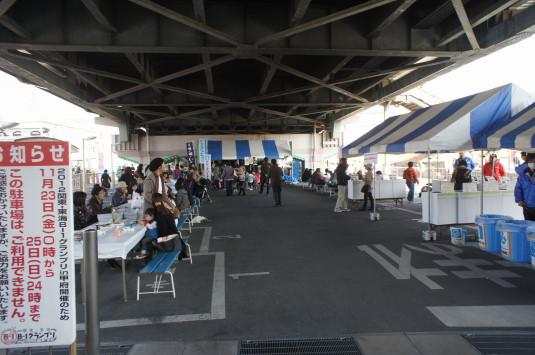 B1グランプリ甲府 陸橋下駐車場