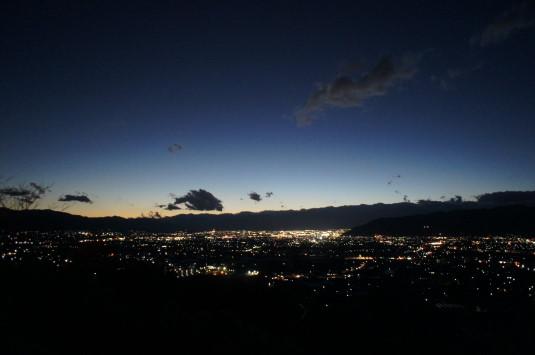 イルミネーション ぶどうの丘 夜景
