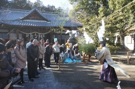 湯立て祭り 美和神社 飛ばす