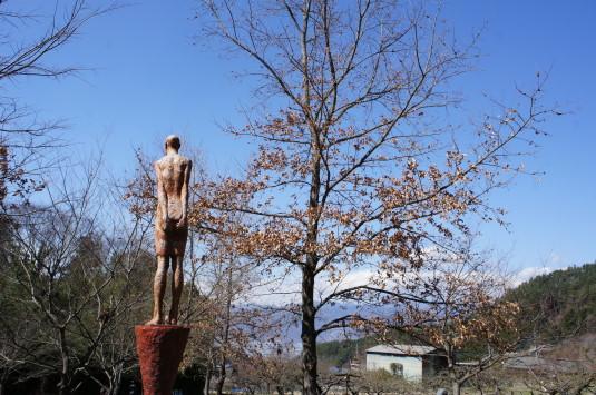 藤垈の滝公園 遠くを見る
