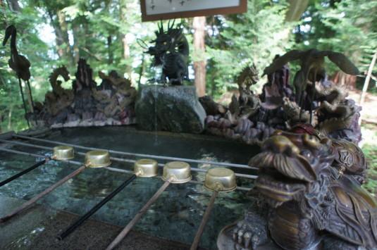 新屋山神社 本宮 お手水