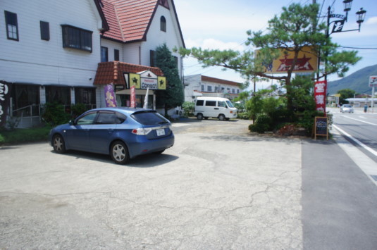 桃カレー カウボーイ 駐車場