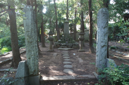 長禅寺 大井夫人の墓