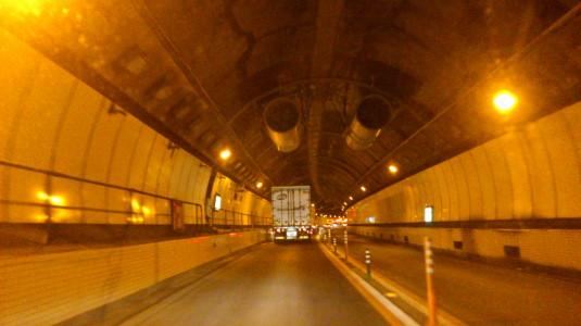 笹子トンネル ポール