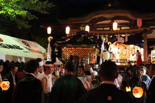 山中明神安産祭り 出発 神輿