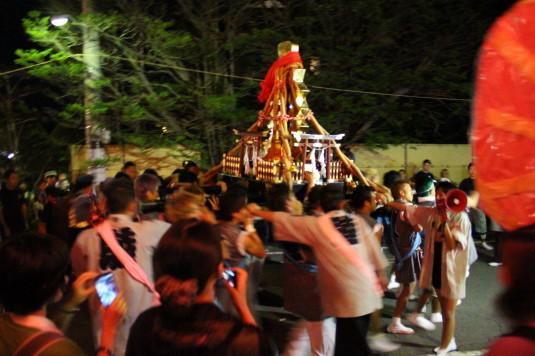 山中明神安産祭り 出発 幣束