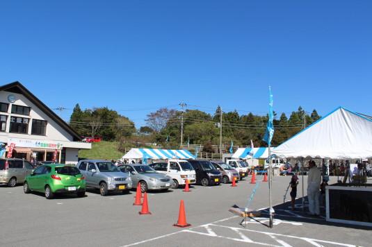 富士ヶ嶺ファームフェスタ 焼き肉 駐車場