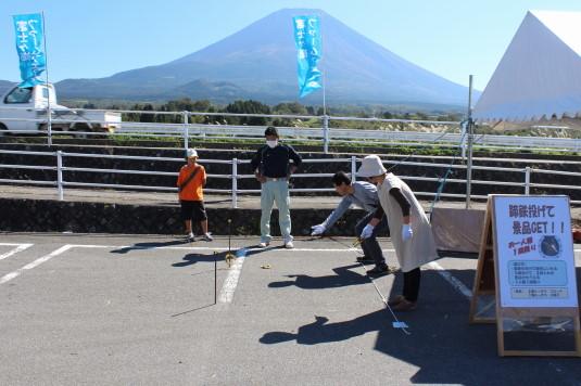 富士ヶ嶺ファームフェスタ 蹄鉄投げ