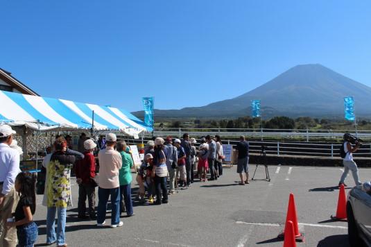 富士ヶ嶺ファームフェスタ 牛乳行列