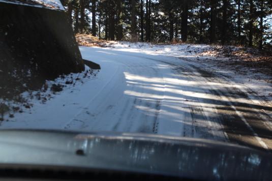 母の白滝 雪道