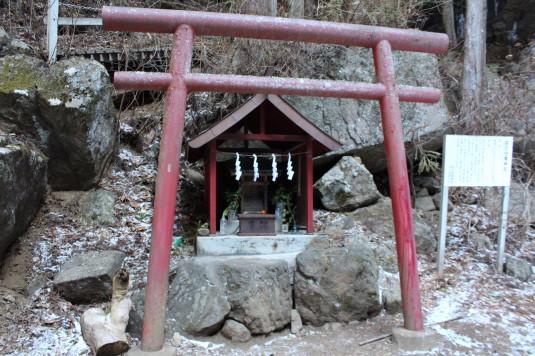 母の白滝 神社