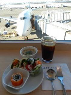 ペルー2014.1成田空港デルタ航空ラウンジ飲食