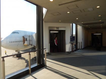 ペルー2014.1成田空港搭乗ゲートボーディングブリッジ