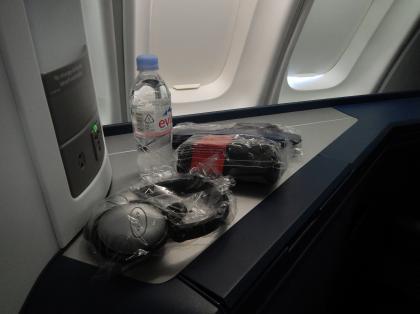 ペルー2014.1成田空港出発デルタ航空機内アメニティー一式