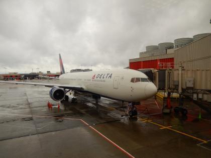 ペルー2014.1アトランタ空港デルタ航空機