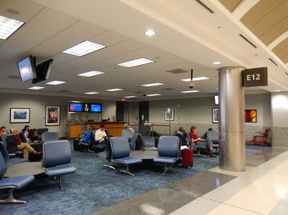 ペルー2014.1アトランタ空港ターミナルE搭乗待合室