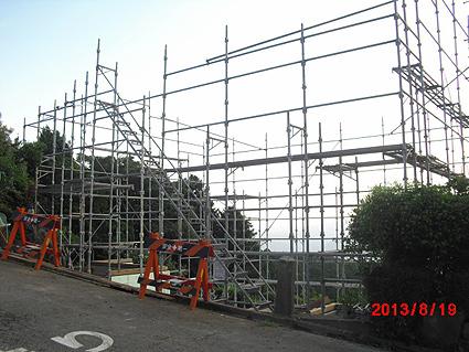 足場の施工.函南の崖地の家2013.08.19
