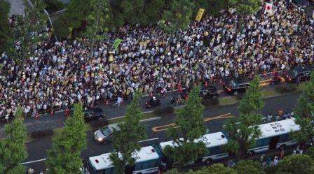 官邸前デモ