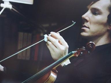 ベネヴァイオリンを弾くの図