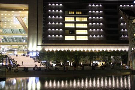 グランフロント大阪の噴水前