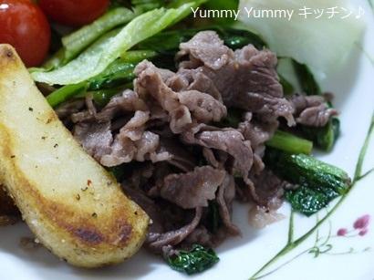牛ばら肉と小松菜のペッパー炒め&イタリアンハーブミックス味のポテトフライ