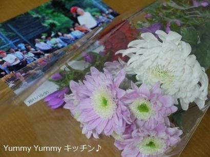 F先生からのお供えのお花と写真