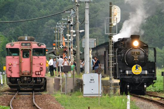 篠目駅列車交換