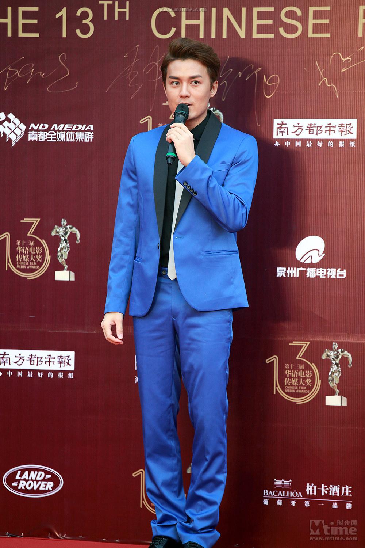 青いスーツが素敵