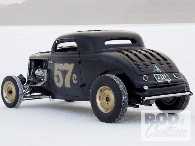 0902rc_1934_ford_coupe_hot_rods_bonneville+1933_ford_coupe_rear