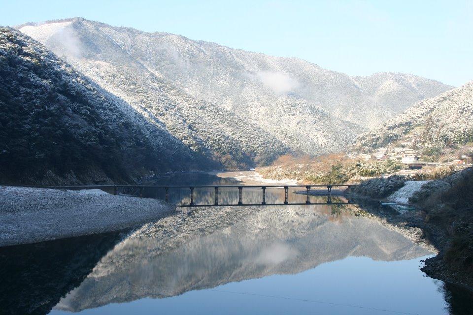 雪と沈下橋