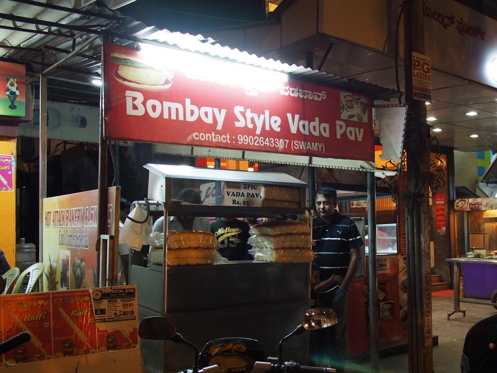 ■ Bombay Style Vada Pav