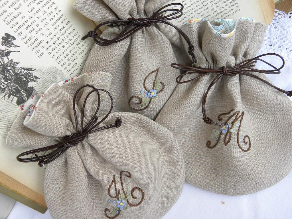 イニシャル刺繍のプレゼント ♡