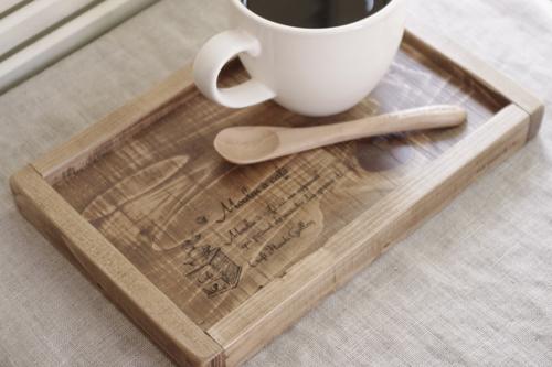 コーヒーミルデザインの木製トレー