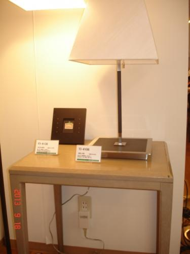 山田照明のフロアスタンドとLC6000D-02(プラグタイプLED照明調光器)