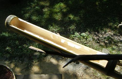 竹のエサ台