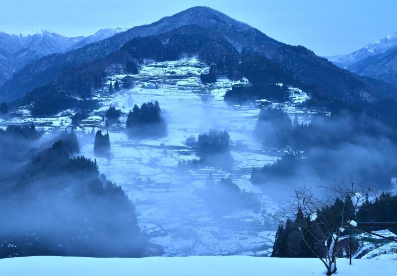 霧かかる落合集落 (徳島県東祖谷)