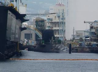 浮きドックと潜水艦