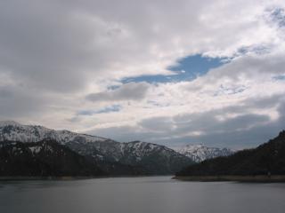 ダム展望台からの田子倉湖