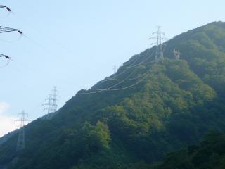 御母衣ダムの送電線