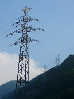 御母衣ダムの送電鉄塔