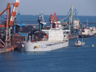 鉱石運搬船