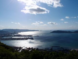 高松港と女木島